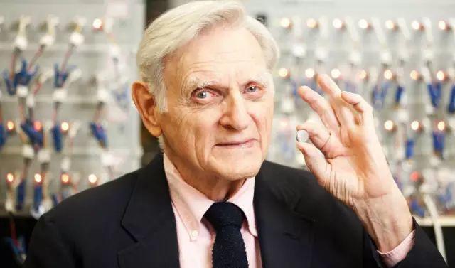 没有他就没有移动, 97岁二战老兵终获诺奖 | 锂电池深度解析